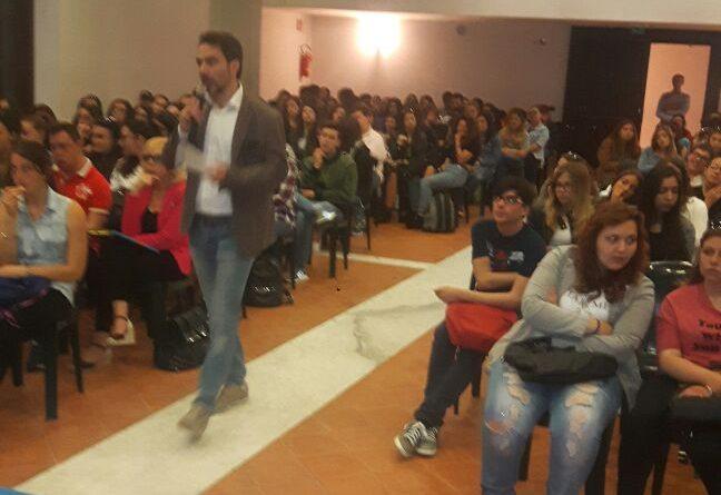Cyberbullismo: Avvocato De Luca incontra gli studenti della penisola sorrentina